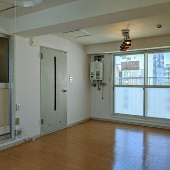 お部屋はゆったりとした広さですよ。