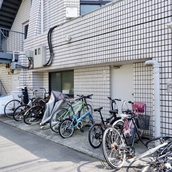 駐輪スペースは屋外にあります。
