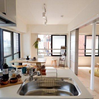 カウンターキッチンから、開放感のある空間が楽しめます。