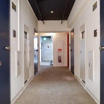 11階共用廊下。幅はゆったりしています。※写真は工事中のものです