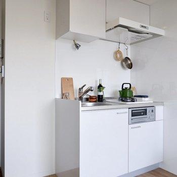 キッチン横に冷蔵庫置き場です。