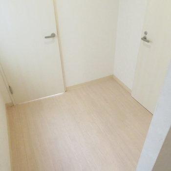 このトイレ前の少しのスペースが気になる