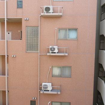 眺望は隣のマンションですね