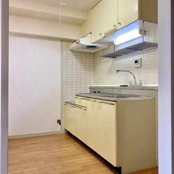 【LDK】冷蔵庫はキッチン横に置けますよ。