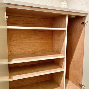 シューズボックスの棚は取り外し可能です。サイズに合わせて調整しましょう。