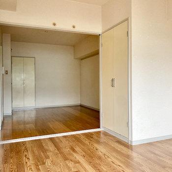 【洋室①】LDKと洋室①は扉を仕切らずに使っても、開放感があって良さそう。