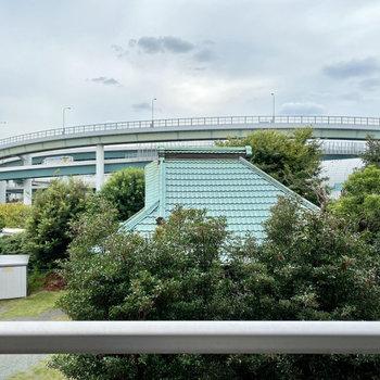 お部屋の近くには横浜青葉ICがありますよ。