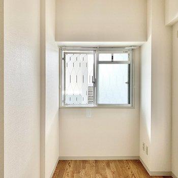 【洋室4.5帖】書斎や趣味部屋として使えますね。