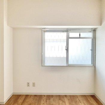 【洋室6帖】寝室として使えますね。
