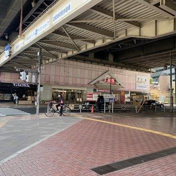高架下には飲食店などがありました。