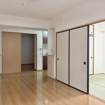 キッチンは右側に奥まっているので、家具の配置もしやすいんです。