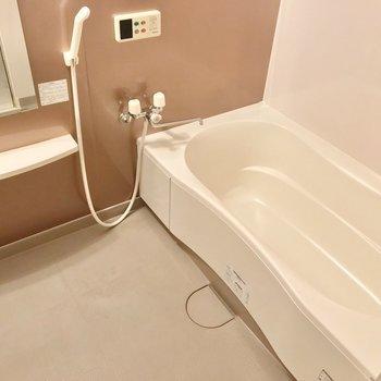 お風呂もゆったり。お湯はり機能は付いていますよ。