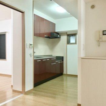 キッチン周りにもゆとりがあるので、大きな冷蔵庫や食器棚も置けます。
