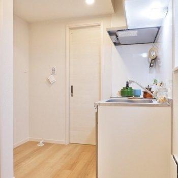 玄関から階段を上がったところにキッチンです。