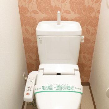 トイレの壁もおしゃれに♪(※写真は8階の同間取り別部屋、モデルルームのものです)