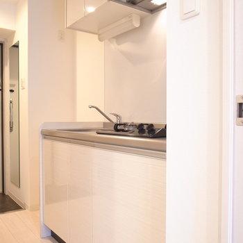 キッチンはややゆったり。(※写真は3階の同間取り別部屋のものです)
