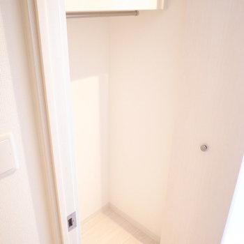 クローゼットはひとつ。収納の追加はデッドスペースを活用しましょう!(※写真は3階の同間取り別部屋のものです)