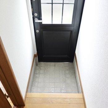 玄関は備え付けの靴箱はありません。