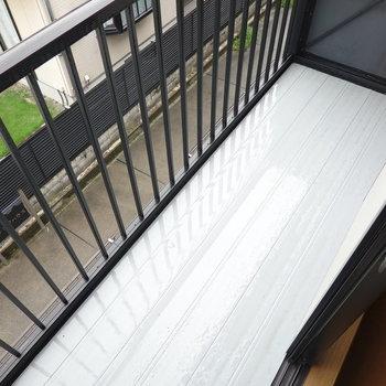 ベランダは2階、南の洋室側に。