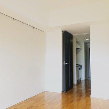 クローゼットは入り口に(※写真は4階の同間取り別部屋のものです)