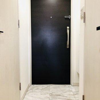 2ロックの扉で防犯面も安心(※写真は4階の同間取り別部屋のものです)