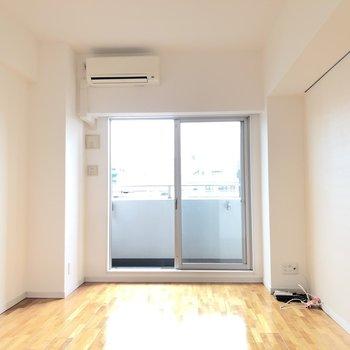白ベースのシンプルな空間(※写真は4階の同間取り別部屋のものです)