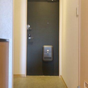 玄関にはシューズボックスもありますね。
