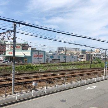 眺望は線路です。駅チカだけあって、やっぱり少し音は気になるかも。