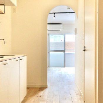 キッチン横には冷蔵庫を置くスペースもあります。