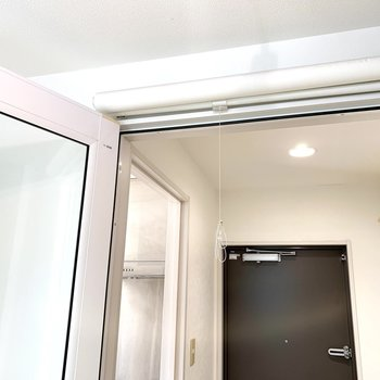 ユーティリティのドアは透明?!でも、ご安心ください。ロールスクリーン付いてますよ◎
