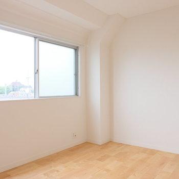 洋室も窓も大きく居心地のいい空間◎※写真は似た間取り別部屋のもの