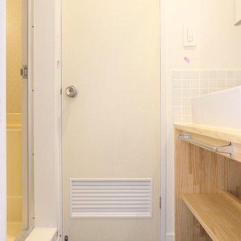 脱衣所は小さいですが確保されています※写真は似た間取り別部屋のもの