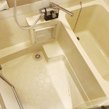 浴槽は少しコンパクトです