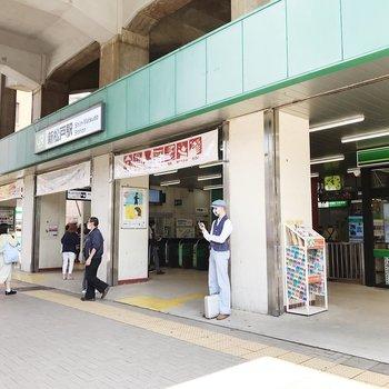 最寄りは武蔵野線と常磐線(各駅)が停まる新松戸駅