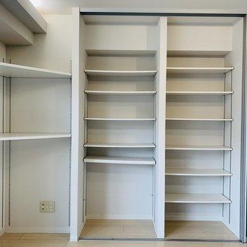 こちらは可動式収納棚