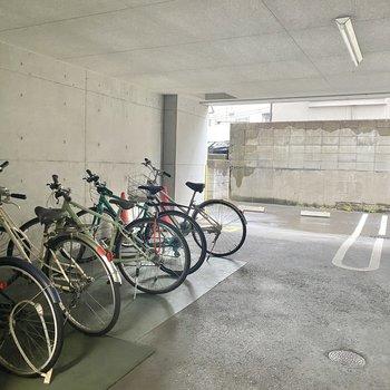 駐輪場は、自転車が雨に濡れる心配はありません◯