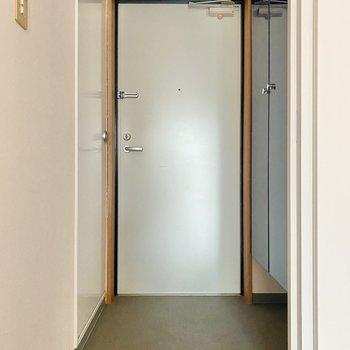 玄関は余裕のある広さで、履き脱ぎも楽ちんです◯