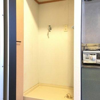 洗濯機置場は、ドアで隠せるようになっています。(※写真は5階の反転間取り別部屋のものです)