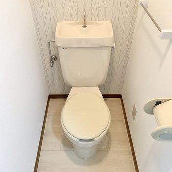 清潔感のある個室トイレになります。