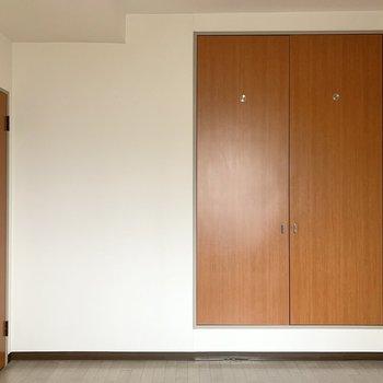 【洋室5.4帖】ベッドはセミダブルくらいが良さそう。