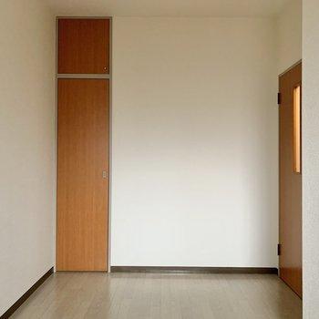 【納戸4.7帖】シングルベッドが置ける広さはあります。