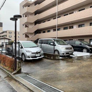 駐車場もあってお出かけもしやすいですね。