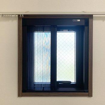 開閉可能で網戸も付いています。(※写真は2階の同間取り別部屋のものです)