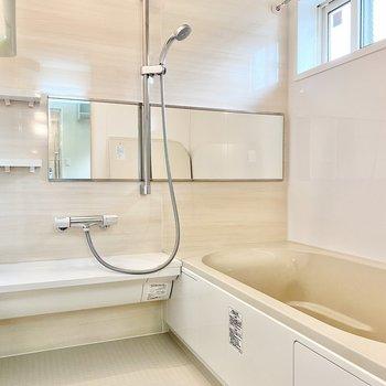 浴室乾燥機や追い炊きがついています。