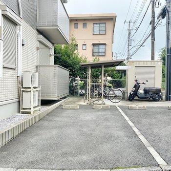駐輪場や駐車場もついています。(空き要確認)