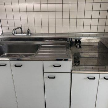 作業スペースもしっかり取れるキッチンです。