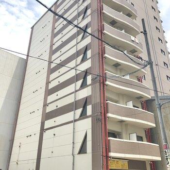 9階建ての8階のお部屋をご紹介します。