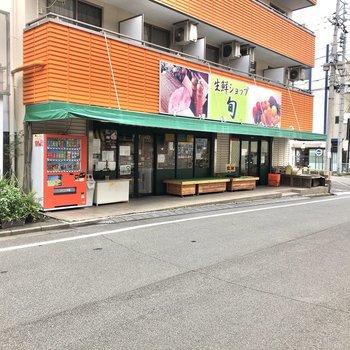 駅前にはいくつかのスーパーやドラッグストアなどがありますよ。