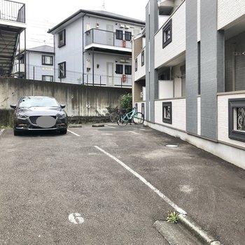 駐輪場・駐車場(空き要確認)は建物の南西側に。