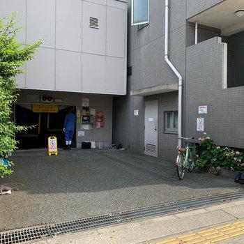 機械式の駐車場。
